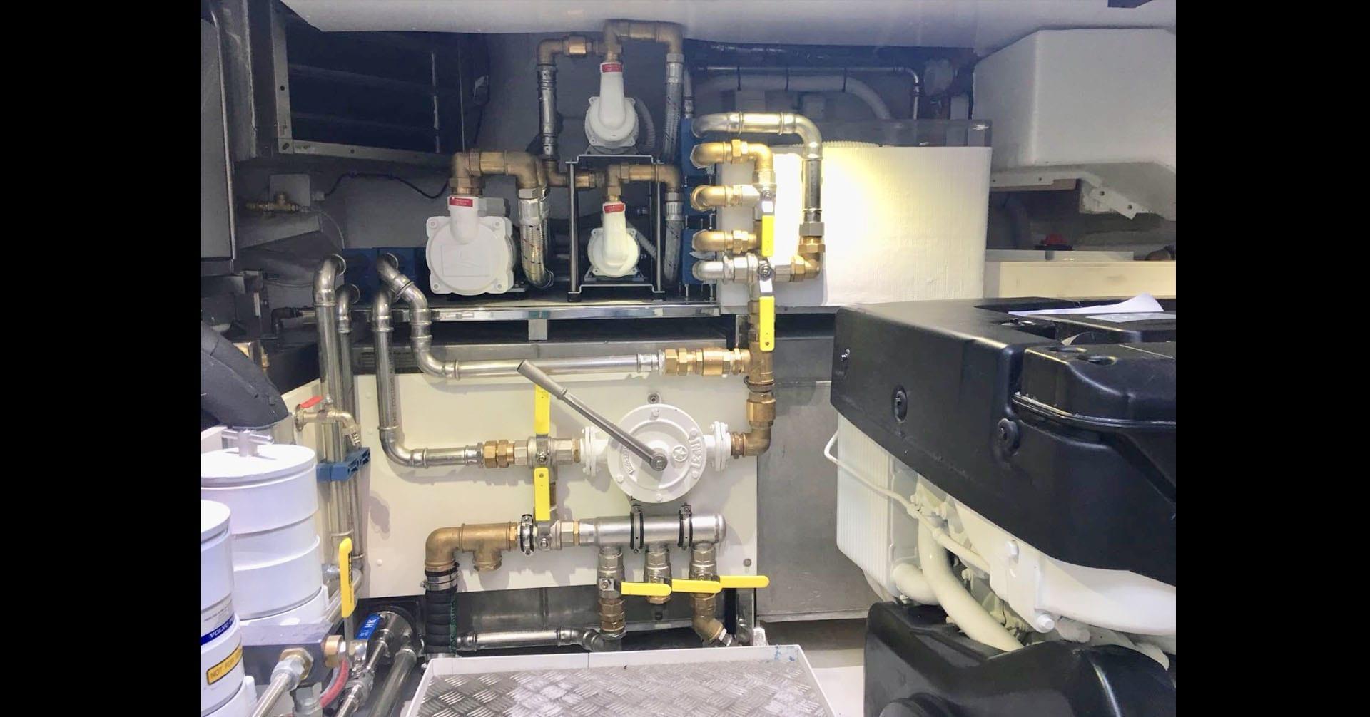 uniesse-ss-6-engine-room14