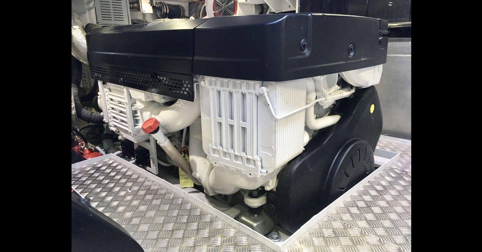 uniesse-ss-6-engine-room3