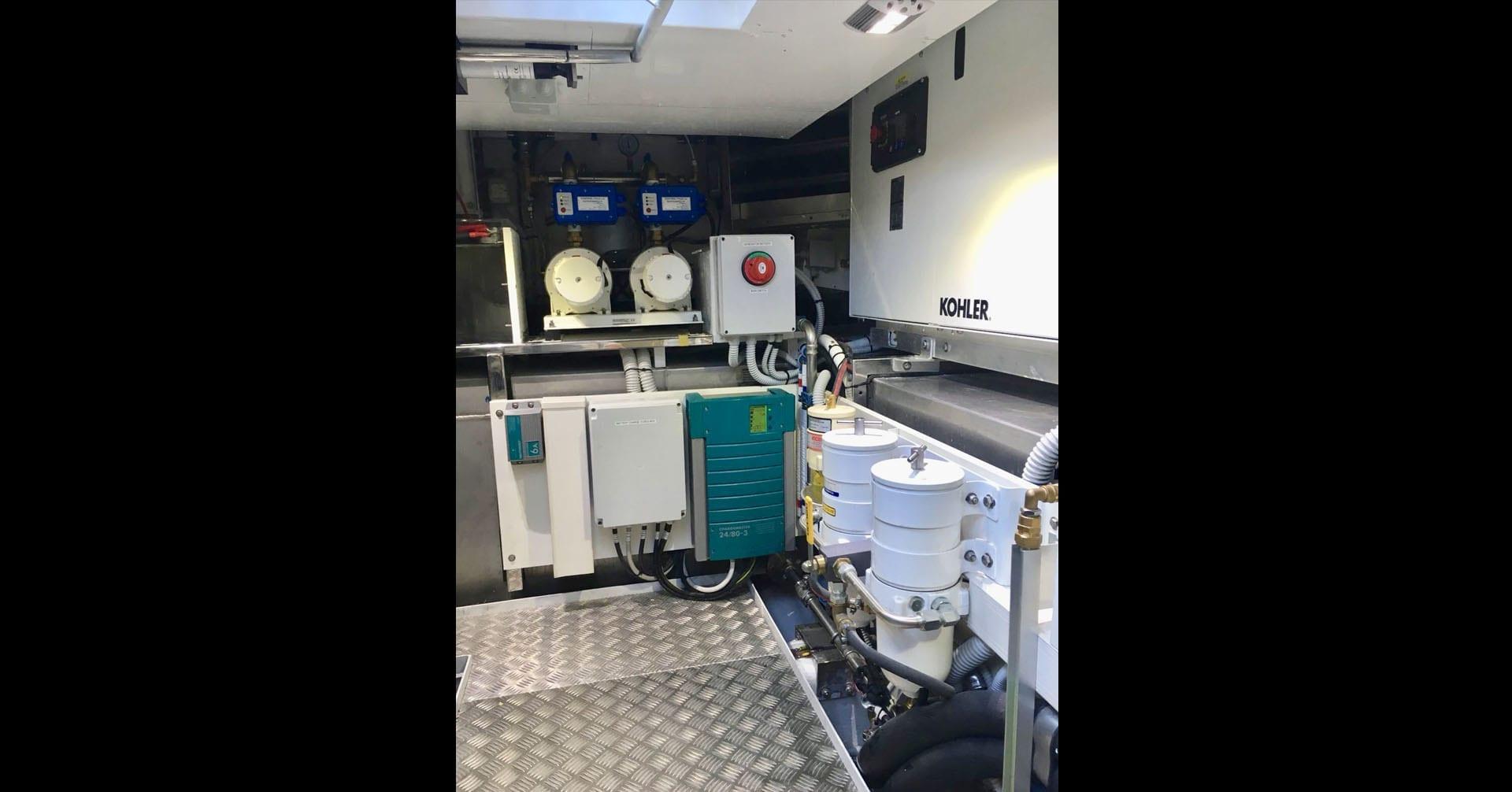 uniesse-ss-6-engine-room5